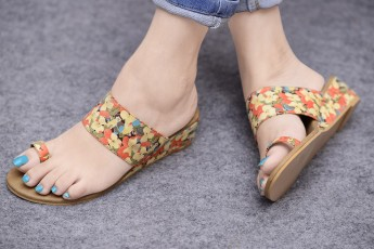 Mixed flowers wedge