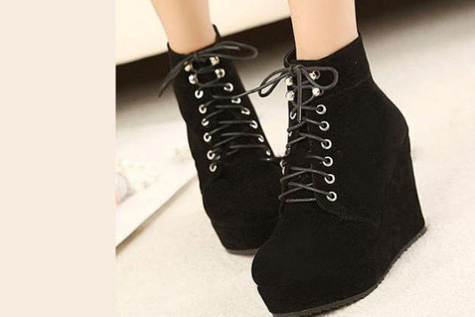 Lace your laces wedge Boots