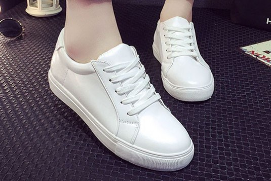 Model Show Sneakers White