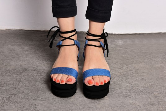 Study up laces heels with Black Sole