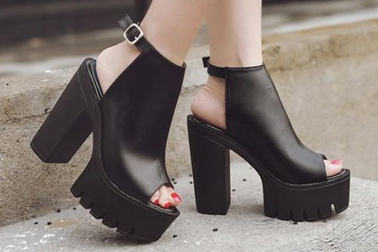 Take from the heels Black