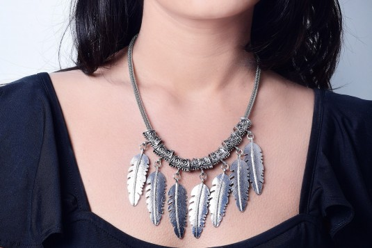 Leafy dropdown necklace