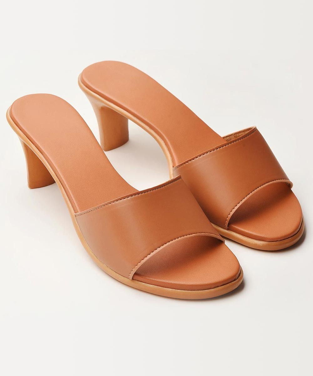 Back to basic slip on kitten heel ( brown )