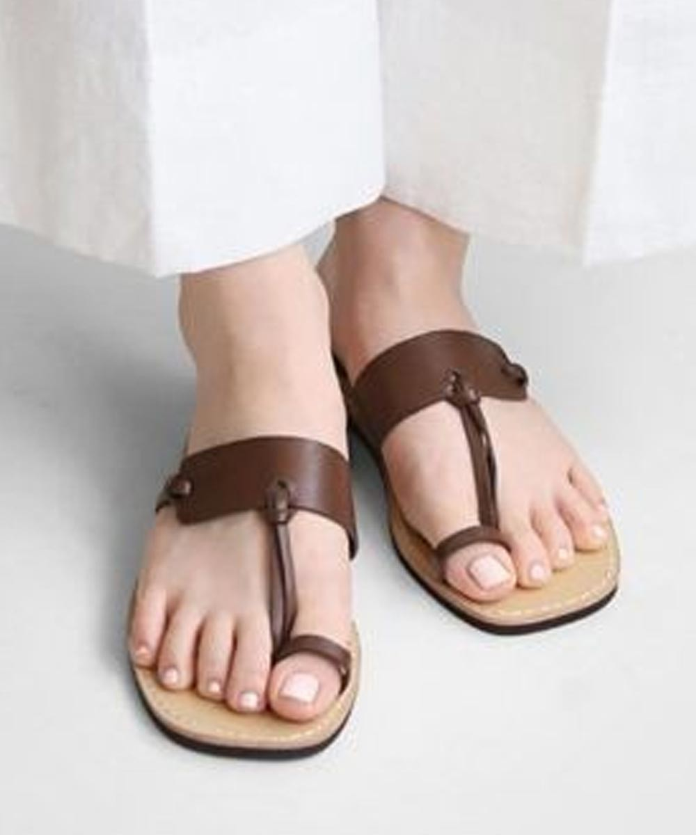 Groove in style flats Brown