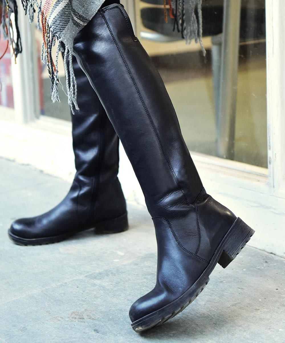 Sneak out leather Boots