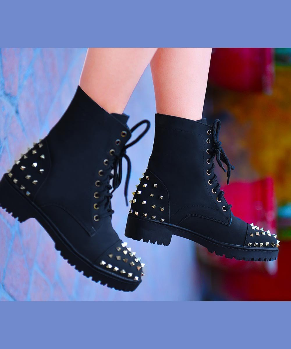 Step in studs boots